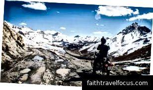 Tour xe máy PVT. LTD. cung cấp dịch vụ cho các tour du lịch xe máy leo núi. Chúng tôi được cung cấp tour du lịch trên những con đường khó khăn của núi với an toàn và an toàn. Đó là kỷ niệm tuyệt vời và tốt đẹp của cuộc sống.