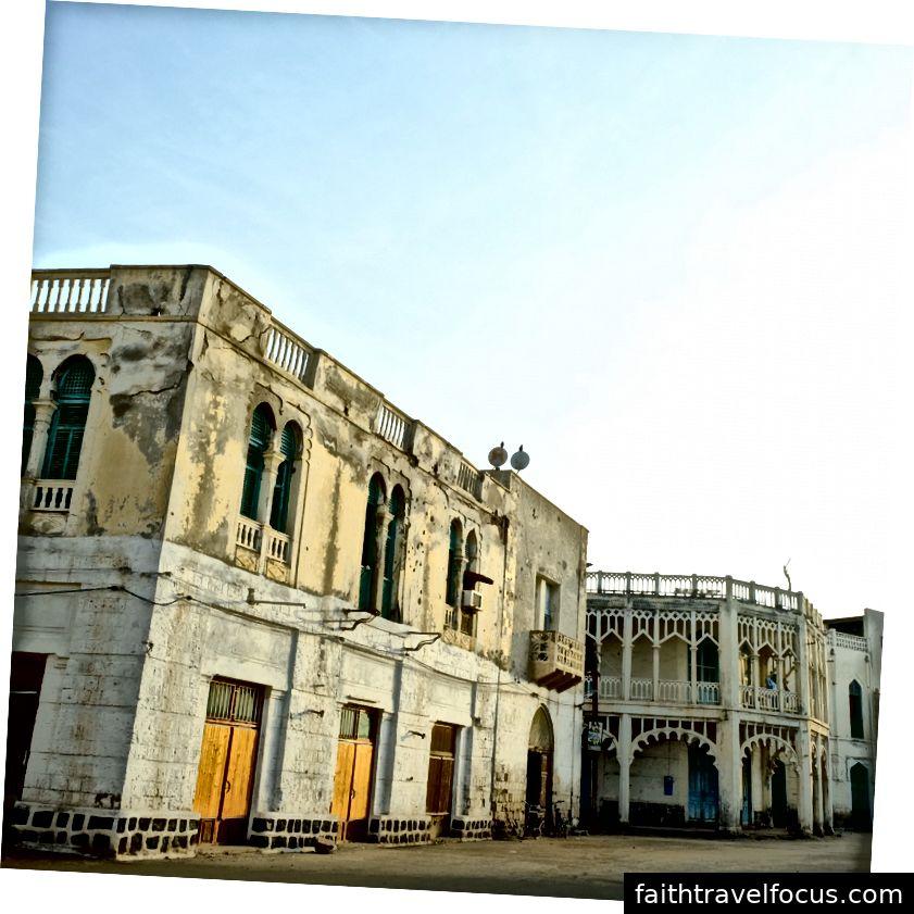 Trung tâm của Massawa với các cung điện Ottoman vô chủ