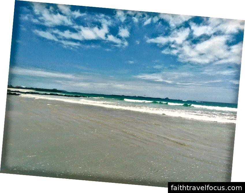 Chỉ là bãi biển trước cửa nhà tôi