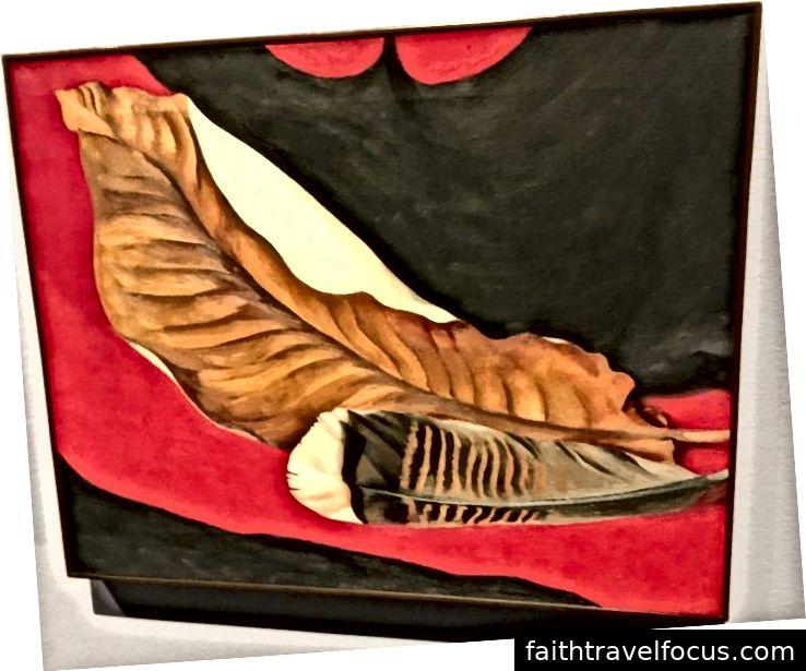 Feather and Brown Leaf, 1935, bởi Georgia O hèKeeffe