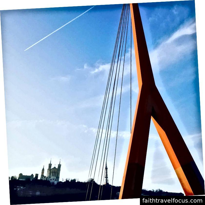 Lyon có những cây cầu và thánh đường