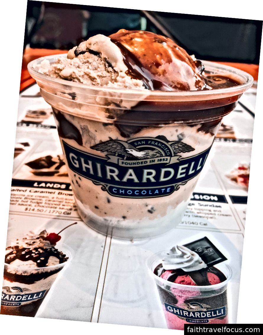 Các tùy chọn calo thấp hơn: 1 muỗng kem đứng đầu với fudge nóng!