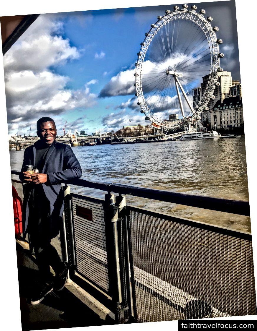 Tại Quảng trường Trafalgar, Cầu tàu London Cruise và Sông London