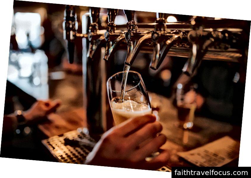 Bia tại phòng vòi Lisbon