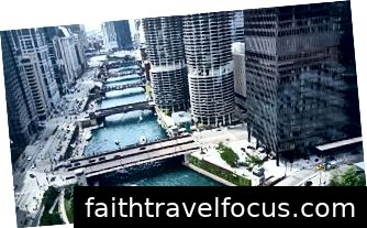 Một hình ảnh của sông Chicago.