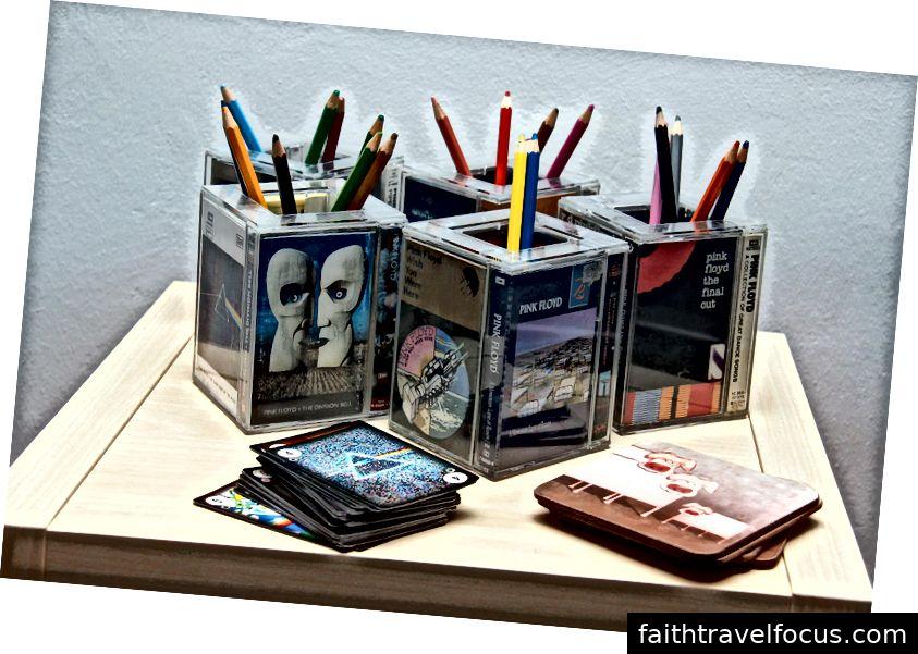 Trẻ em thích những người giữ bút chì được làm từ bìa băng cassette thực sự của Boris & Iva.