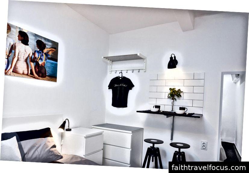 Các thiết kế phòng ngủ của nhà hàng được gắn kết với chủ đề tổng thể nhưng chúng không bị gánh nặng bởi những thứ không cần thiết theo nguyên tắc thiết kế đơn giản thứ 10 của Ram.
