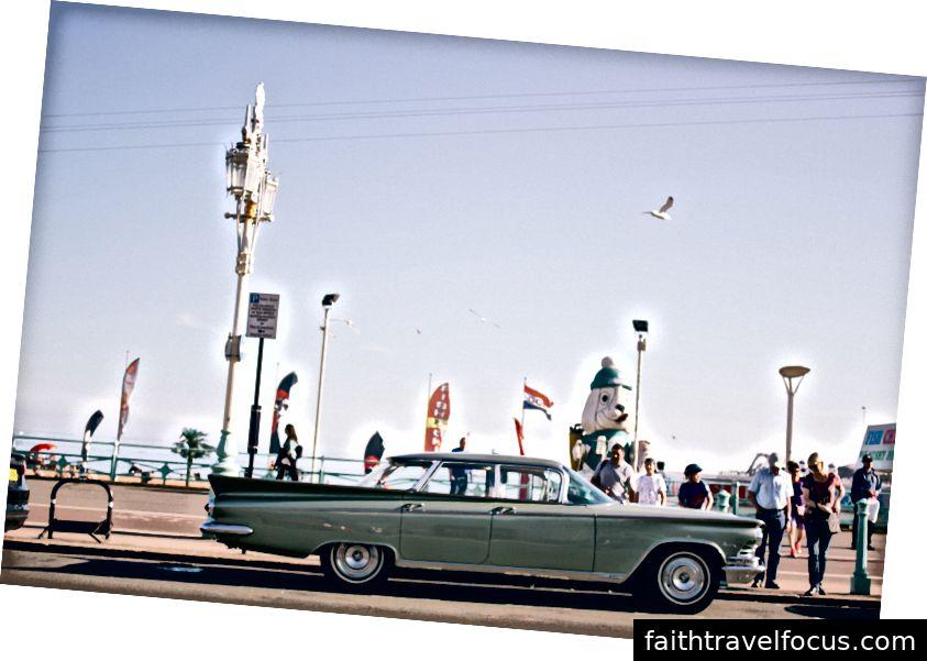 Tôi không biết mô hình của chiếc xe nhưng tôi chắc chắn tôi đã thấy chúng trong một số bộ phim. Đây là một trong những cảnh quay yêu thích của tôi trong chương trình bởi vì nó cảm thấy rất giống Brighton Brighton