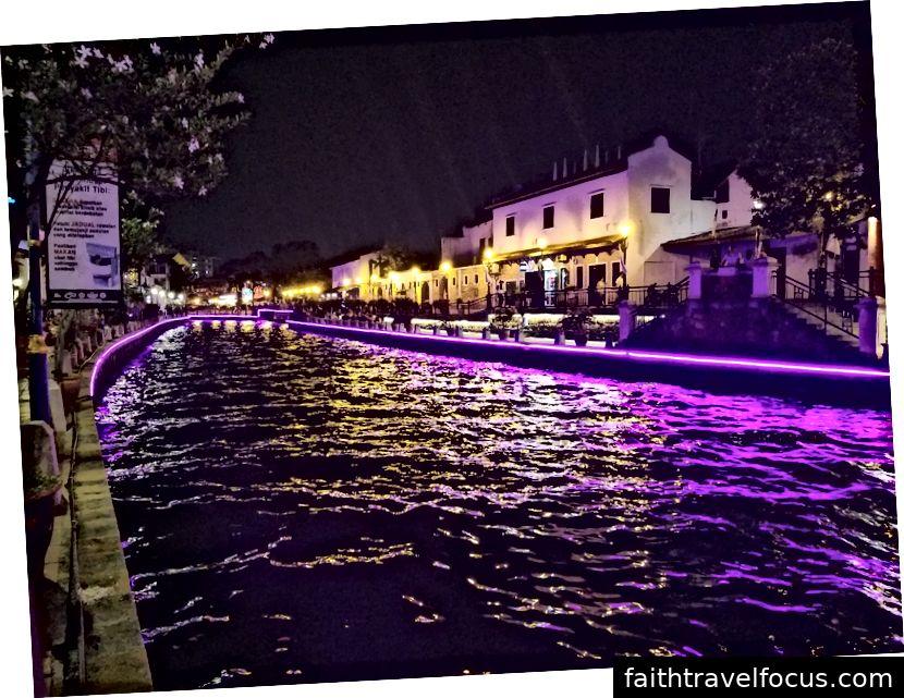 Kênh Melaka vào ban đêm