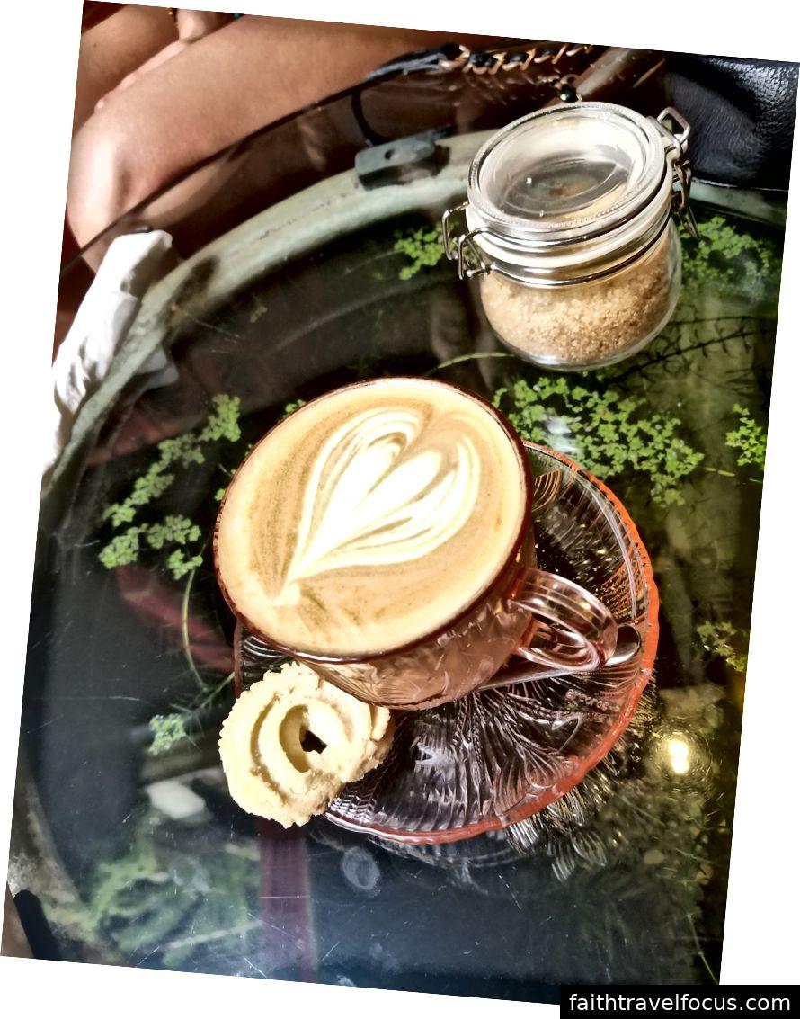 Latte tại Baboon House (gần Bảo tàng Baba & Nyonya)